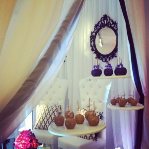 Candy apple Instagram photo by @xquisiteevents